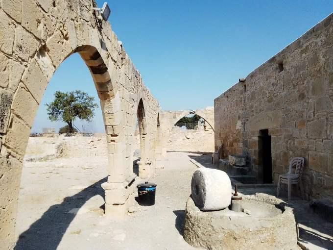 mesto na kome je rođena boginja afrodita 3 grckaisrbija